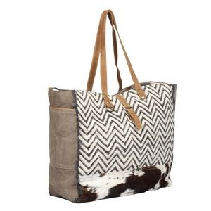 Handbags - 💥NEW💥 Boho Chevron/Hair On Hide Weekender Bag
